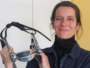 Andrée freut sich schon aufs nächste Pferdegebiss zum Raspeln